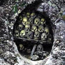 Гробы в поднебесье