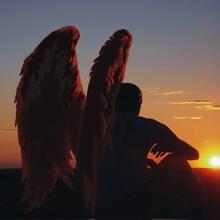 Человек с крыльями ангела
