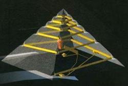Древнеегипетские инженеры использовали при строительстве пирамиды Хеопса систему внутренних пандусов и тоннелей для возведения верхней части этого сооружения...