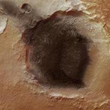 Темное пятно на Марсе